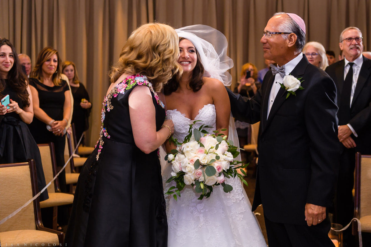 Wedding at Congregation B'nai Tikvah - Wedding ceremony - NJ wedding Photographer - Bride and her parents
