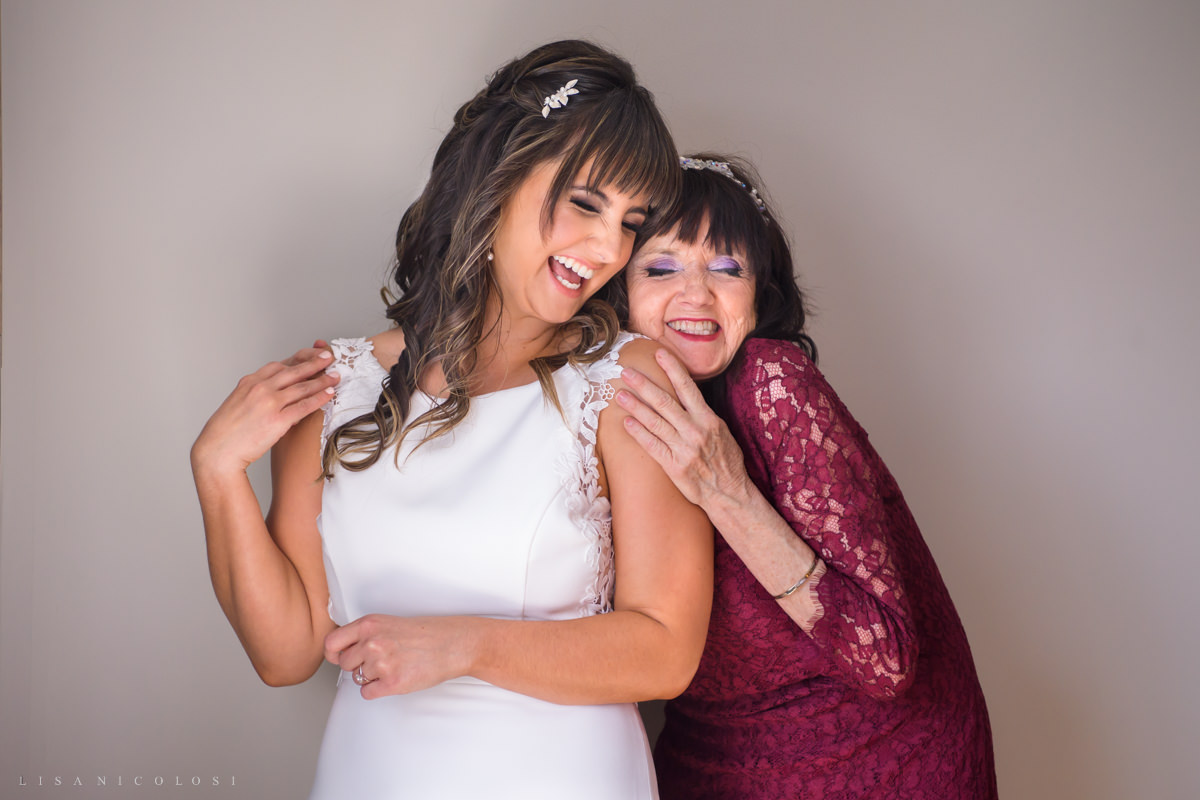 bride and her mother hugging