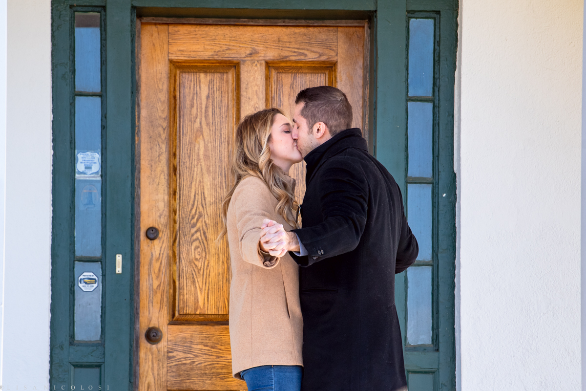 Couple kissing at North Fork engagement